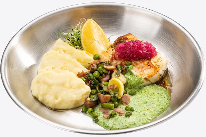 Фото Страва Філе Тріски з картопляним пюре, салатом з бекону та соусом
