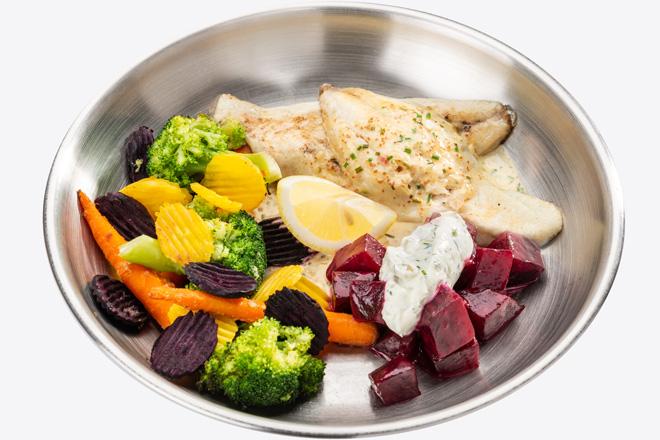 Філе Дорадо з овочами, буряком, соусом порц.