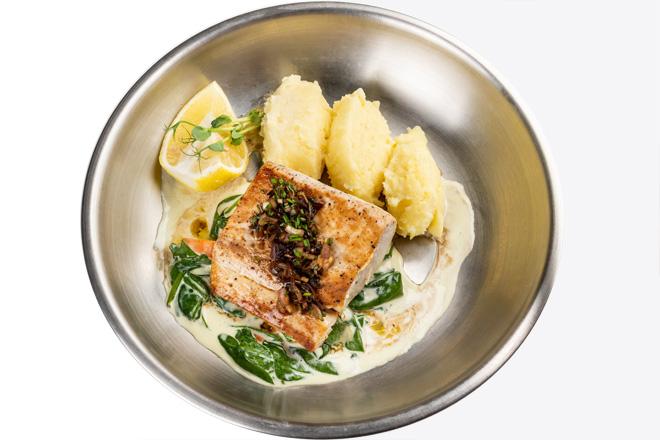 Фото Страва Махі-Махі з картопляним пюре, вершковим шпинатом