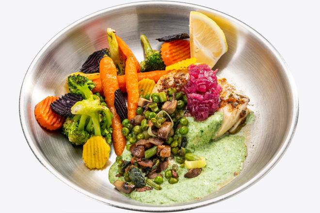 Фото Страва Філе Тріски з овочами, салатом з бекону та соусом