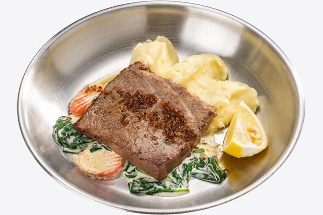 Тунець Bluefin з картопляним пюре, вершк. шпинатом